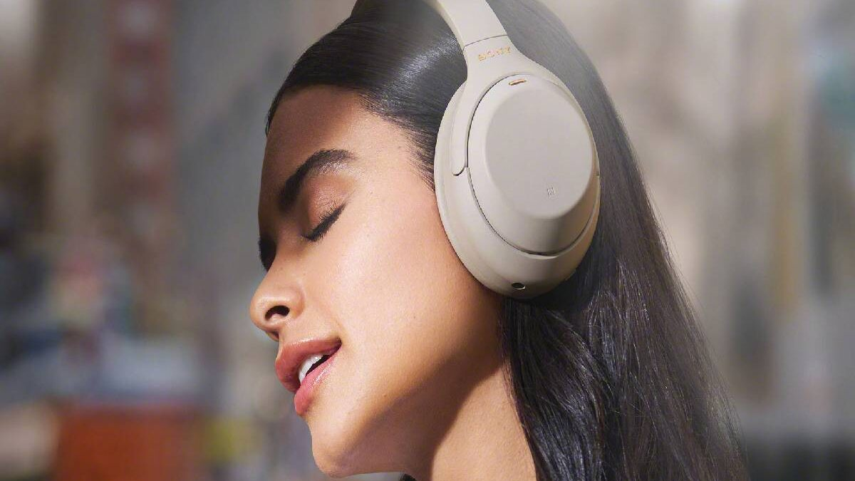 7 Best Wireless Headphones for Watching Movies of 2021 at Every Budget